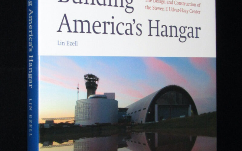 「【洋書】Building America's Hangar 2004年」